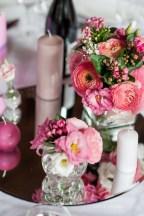 mariage-decoration-fushia-vignes-fleurs-miroir-les-embellies-d-amelie-domaine-de-la-ruisseliere-cecile-creiche09