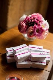 mariage-decoration-fushia-vignes-fleurs-miroir-les-embellies-d-amelie-domaine-de-la-ruisseliere-cecile-creiche10