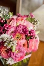 mariage-decoration-fushia-vignes-fleurs-miroir-les-embellies-d-amelie-domaine-de-la-ruisseliere-cecile-creiche14