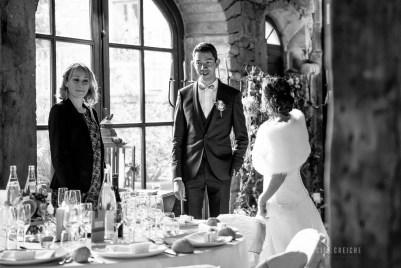mariage-decoration-fushia-vignes-fleurs-miroir-les-embellies-d-amelie-domaine-de-la-ruisseliere-cecile-creiche20
