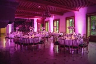 mariage-decoration-vase-martini-fleurs-les-embellies-d-amelie-chateau-de-pierreclos-greg-bellevrat01
