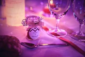 mariage-decoration-vase-martini-fleurs-les-embellies-d-amelie-chateau-de-pierreclos-greg-bellevrat05