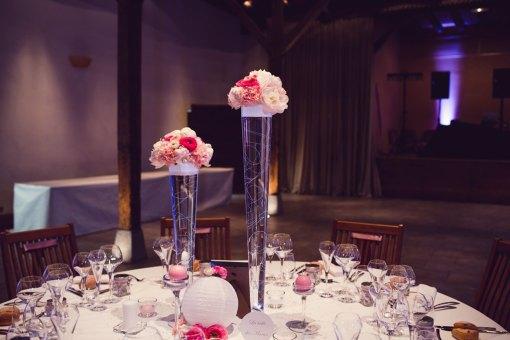 mariage-decoration-vase-tube-fleur-moderne-bougies-les-embellies-d-amelie-chateau-de-pizay-loovera-photographie04
