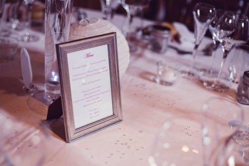 mariage-decoration-vase-tube-fleur-moderne-bougies-les-embellies-d-amelie-chateau-de-pizay-loovera-photographie06