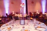 mariage-decoration-vase-tube-fleur-moderne-bougies-les-embellies-d-amelie-chateau-de-pizay-loovera-photographie07