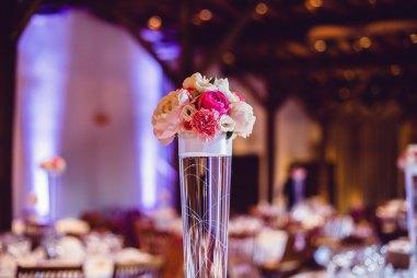 mariage-decoration-vase-tube-fleur-moderne-bougies-les-embellies-d-amelie-chateau-de-pizay-loovera-photographie11