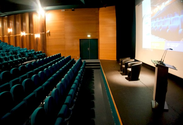 amphitheatre-foreziales-location-salle-1400×932-2