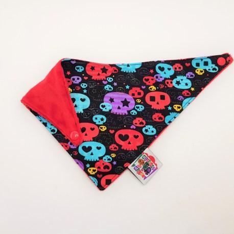 Bavoir bandana têtes de mort multicolores 2