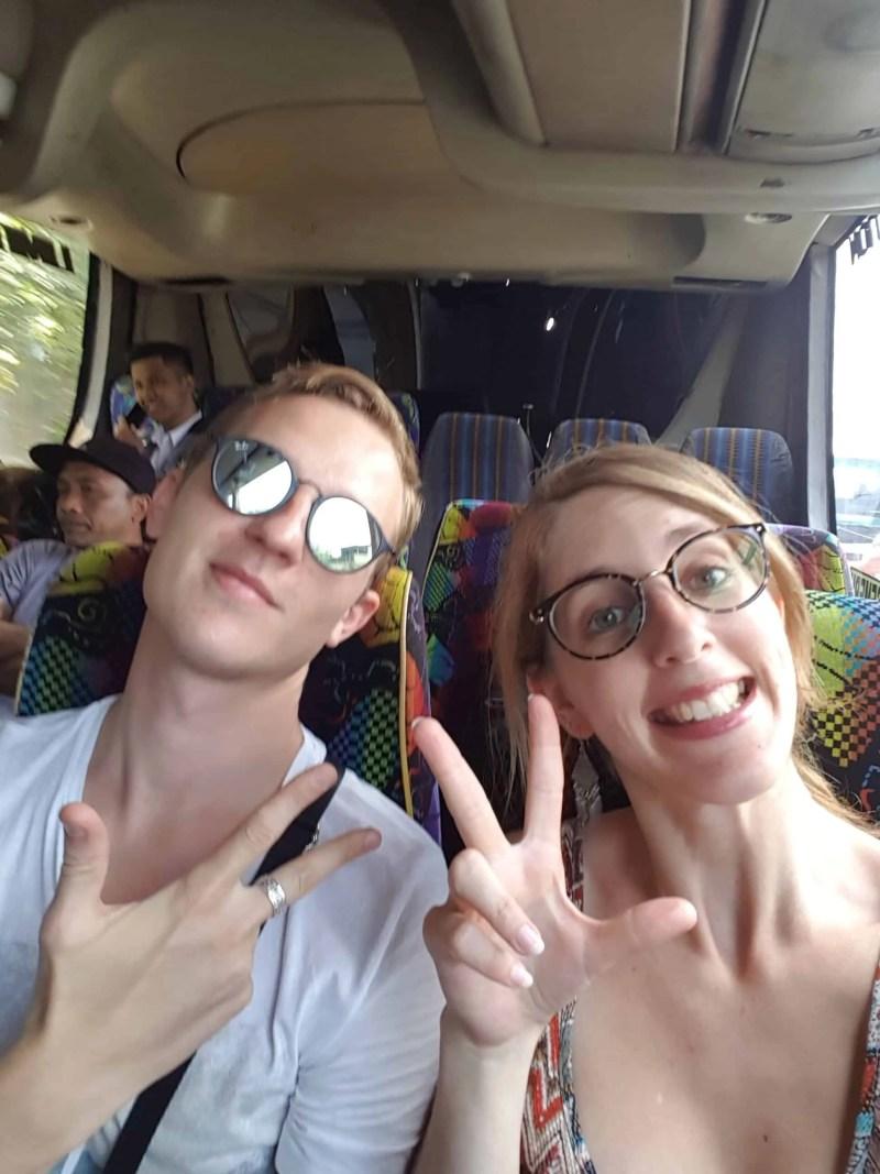 Les Heureux Voyageurs en bus, Indonésie