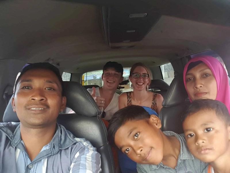 Famille qui prend en stop les Heureux Voyageurs, Indonésie