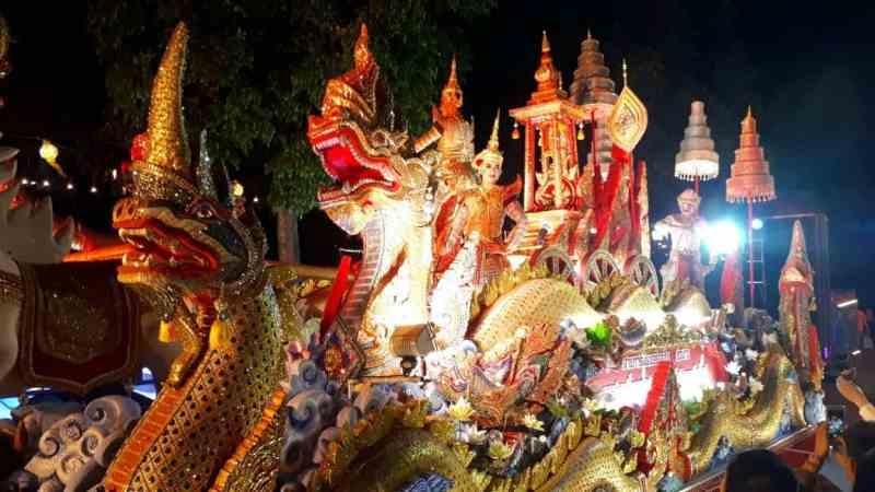 Thaïlande, parade dans les rues de Chiang Mai 🎆 6