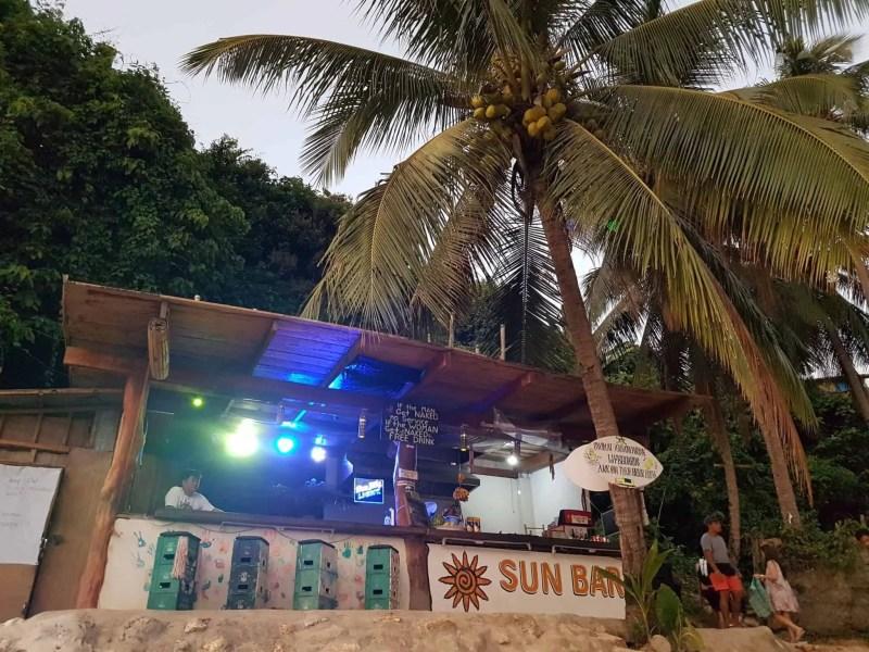 Philippines, Las Cabanas Beach au coucher du soleil 🌅 11