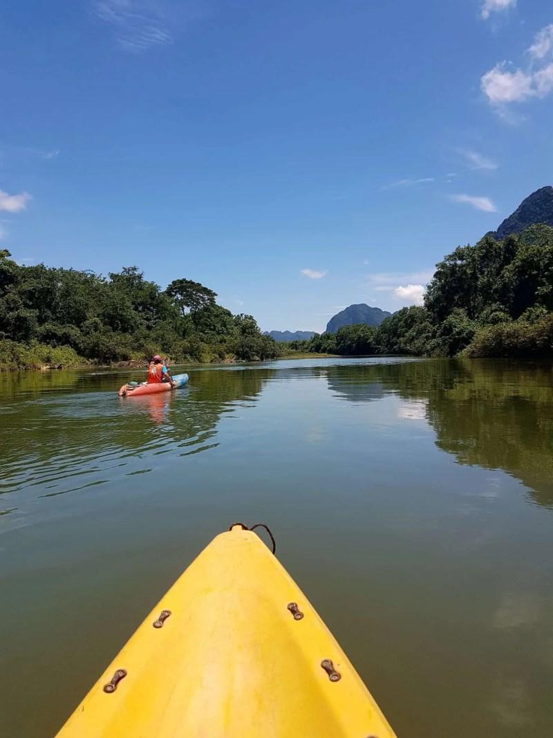 Laos, quand tu te prends pour Pocahontas sur un canoë à Vang Vieng 🛶 12