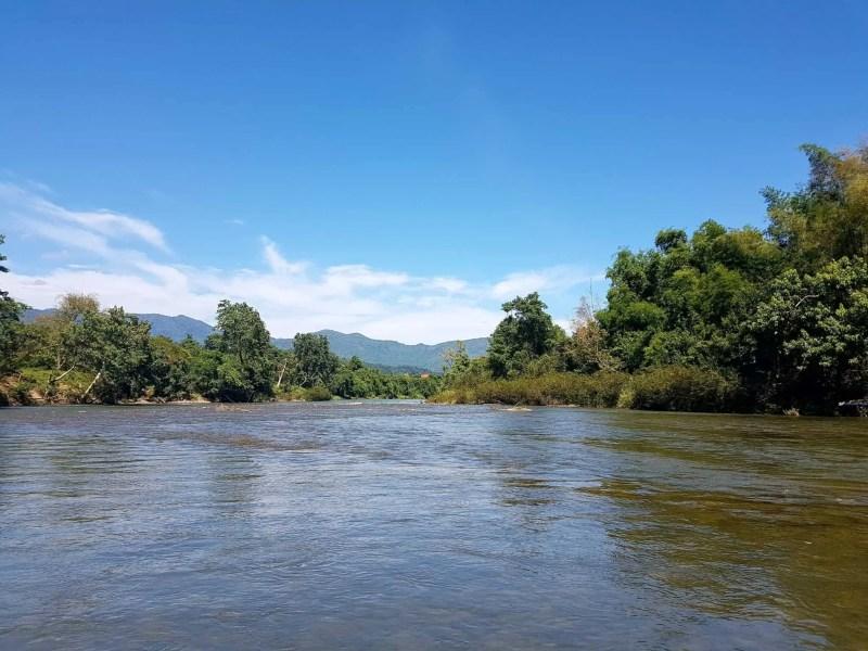 Laos, quand tu te prends pour Pocahontas sur un canoë à Vang Vieng 🛶 15