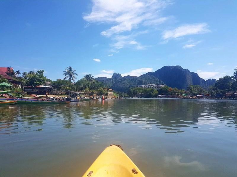 Laos, quand tu te prends pour Pocahontas sur un canoë à Vang Vieng 🛶 23