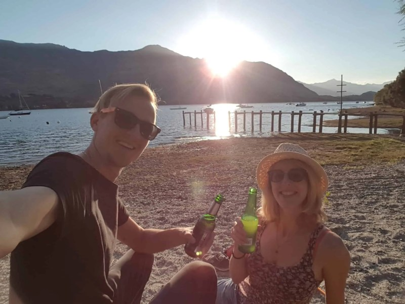 apéro sur la plage du lac Wanaka en Nouvelle-Zélande