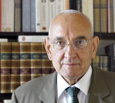 """""""Mon travail, c'est de ranimer le roman national français."""" M. Gallo, 14 juillet 2011."""