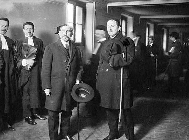 Charles Maurras (à gauche) en 1923.