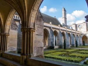 Abbaye-de-Royaumont-cloitre-3