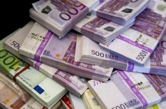 L'euro se stabilise face au dollar