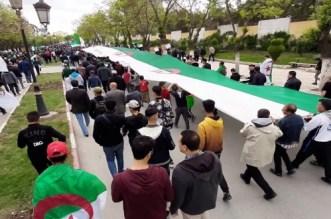 Algérie: deux morts dans des heurts entre police et protestataires