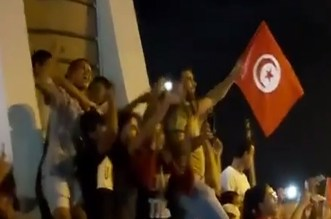 Raja: les Tunisiens chantent «F'Bladi Dalmouni» après la victoire de Saied (VIDEO)