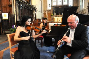 Leslie with virtuoso friends Yoko Misumi and Lana Trotovšek. photo credit: Desmond Pugh