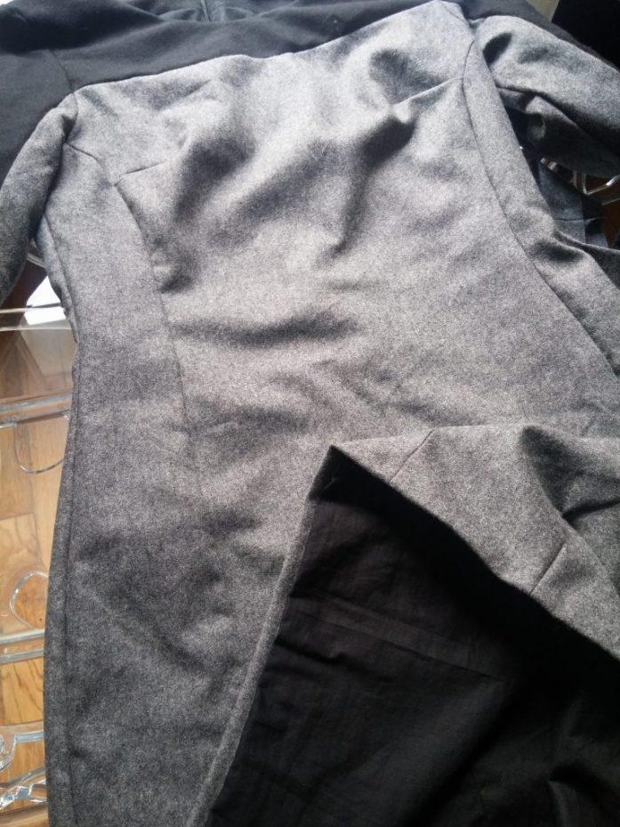 Doublure intégrée d'une robe en laine
