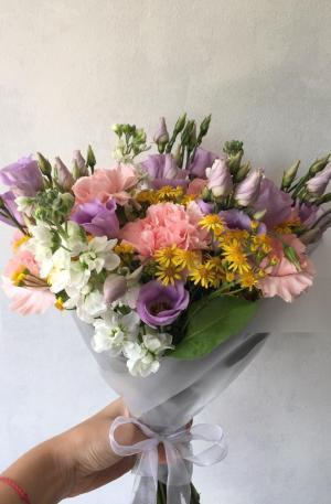 Bouquet jaune, violet et rose