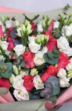 Bouquet de roses et d'eustomas