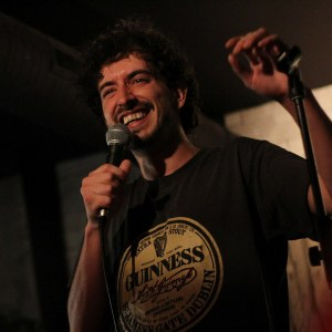 Interviews humour et stand-up : Rémi Boyes nous livre ses secrets pour fournir les meilleures blagues au public