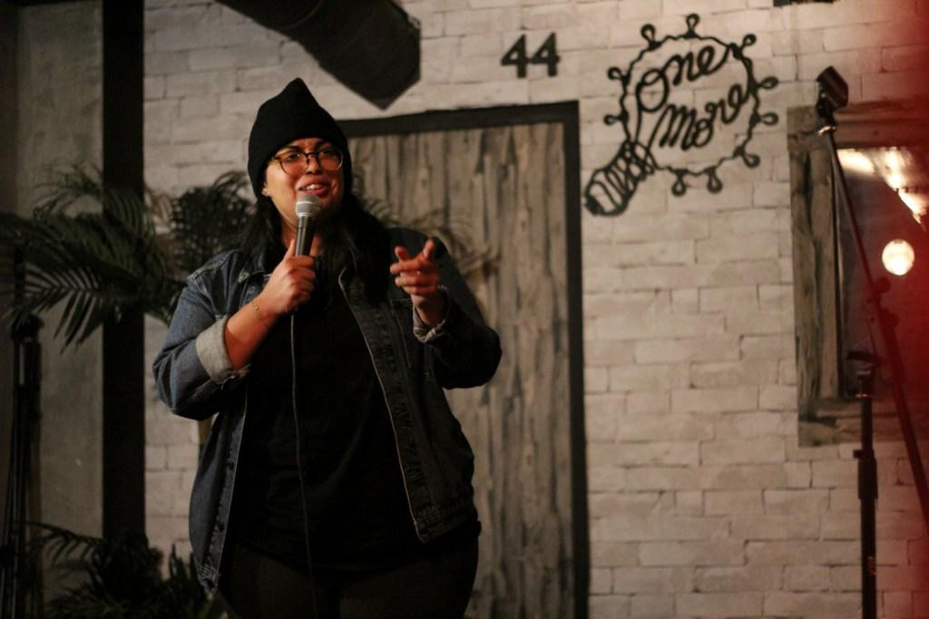 Spectacles humour : Melha au One More Joke : l'une des femmes humoristes qui fait du stand-up