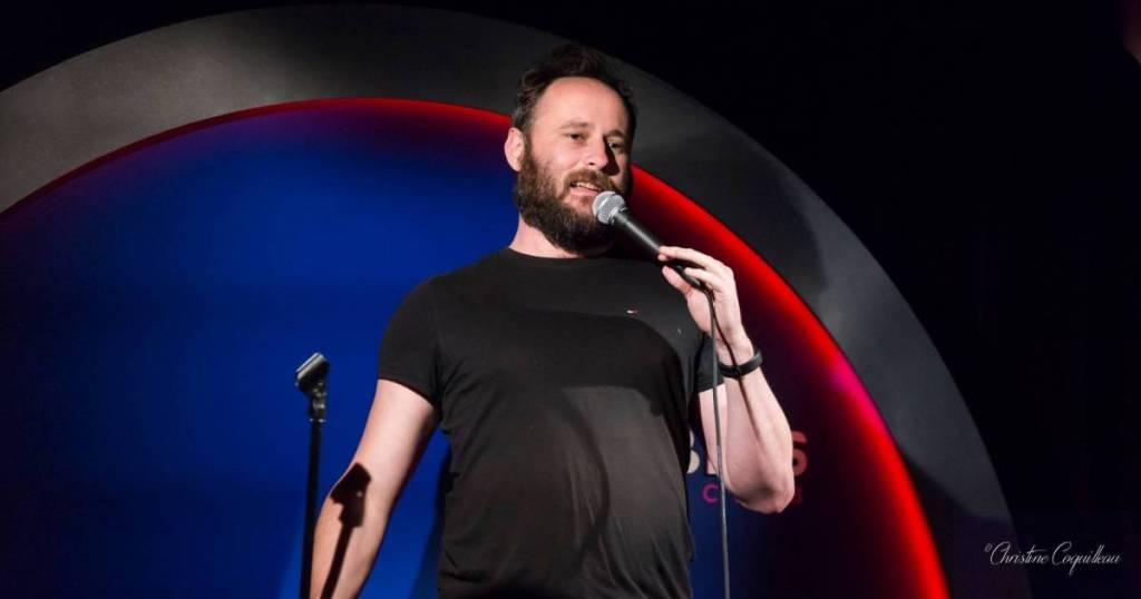 Ghislain Blique sur scène au Barbès Comedy Club