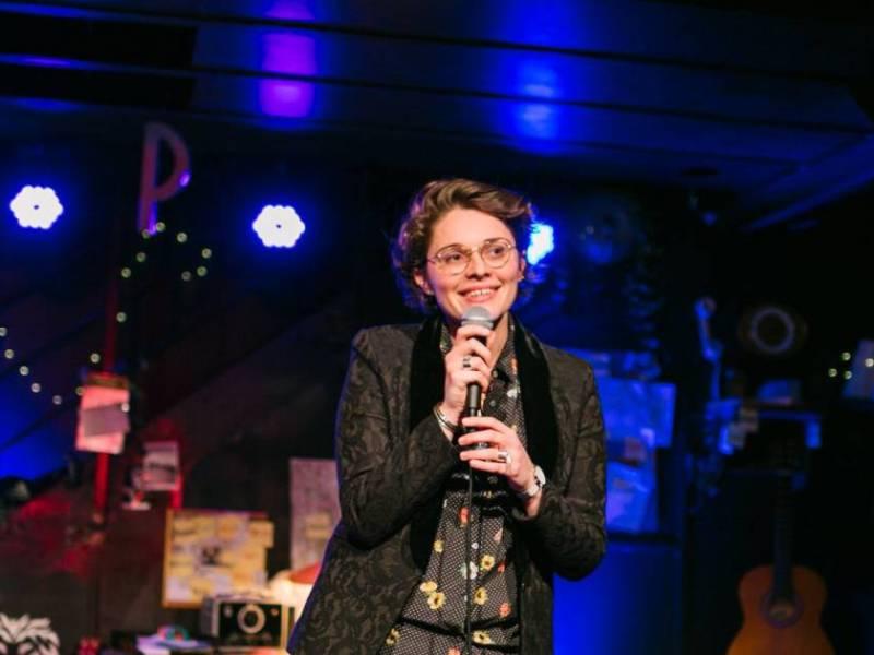 Sorties humour incontournables : Lucie Carbone sur scène