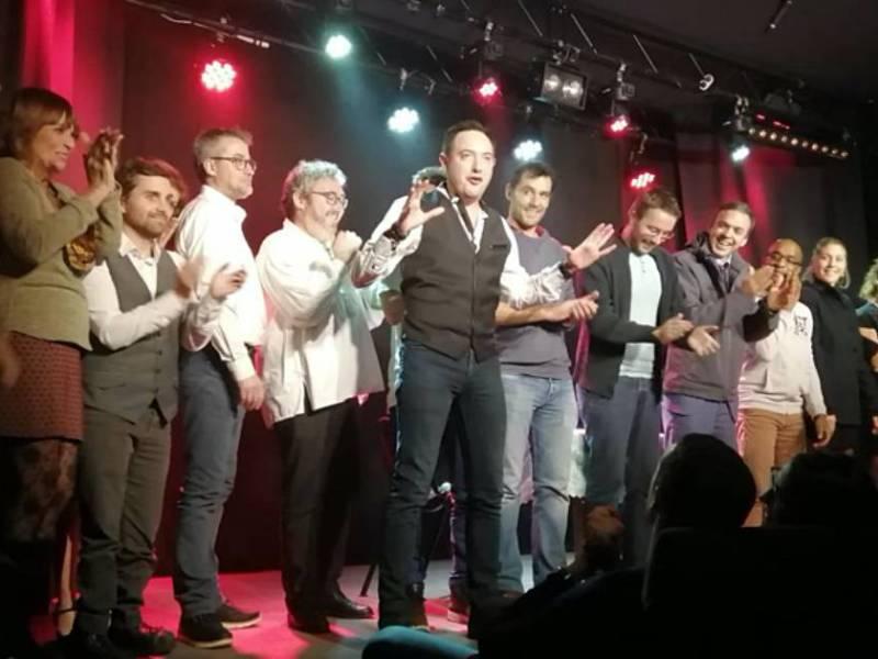 Les humoristes de la soirée Le grand kiff de l'humour réunis sur scène avec le président de la Compagnie Leitmotiv, Maxence Geley