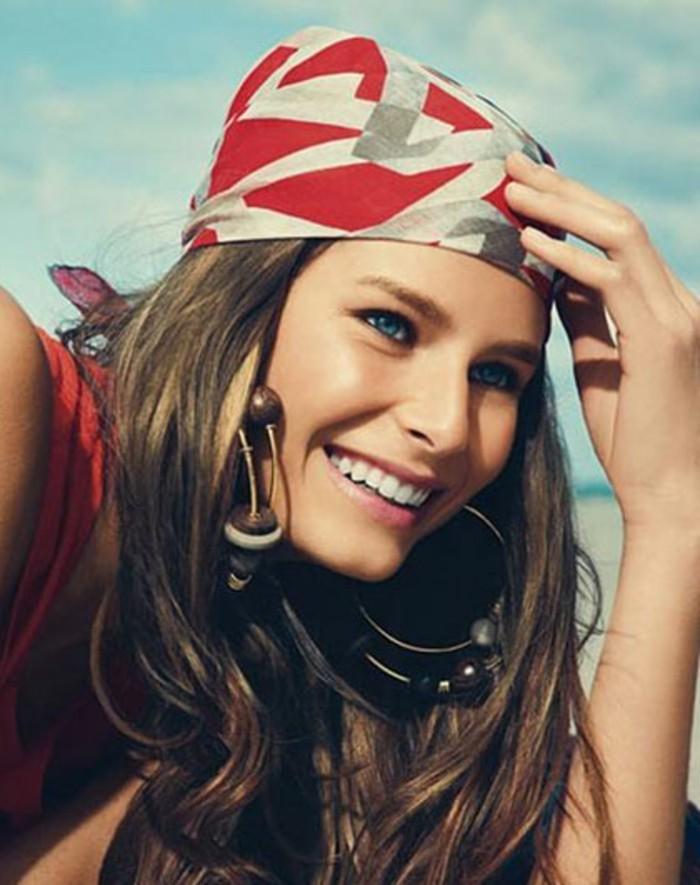 nouer-un-foulard-autour-de-sa-tête-variantes-de-porter-le-foulard