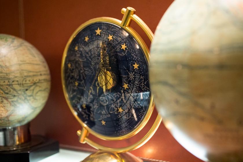 Globes Boutique Romain Réa Paris