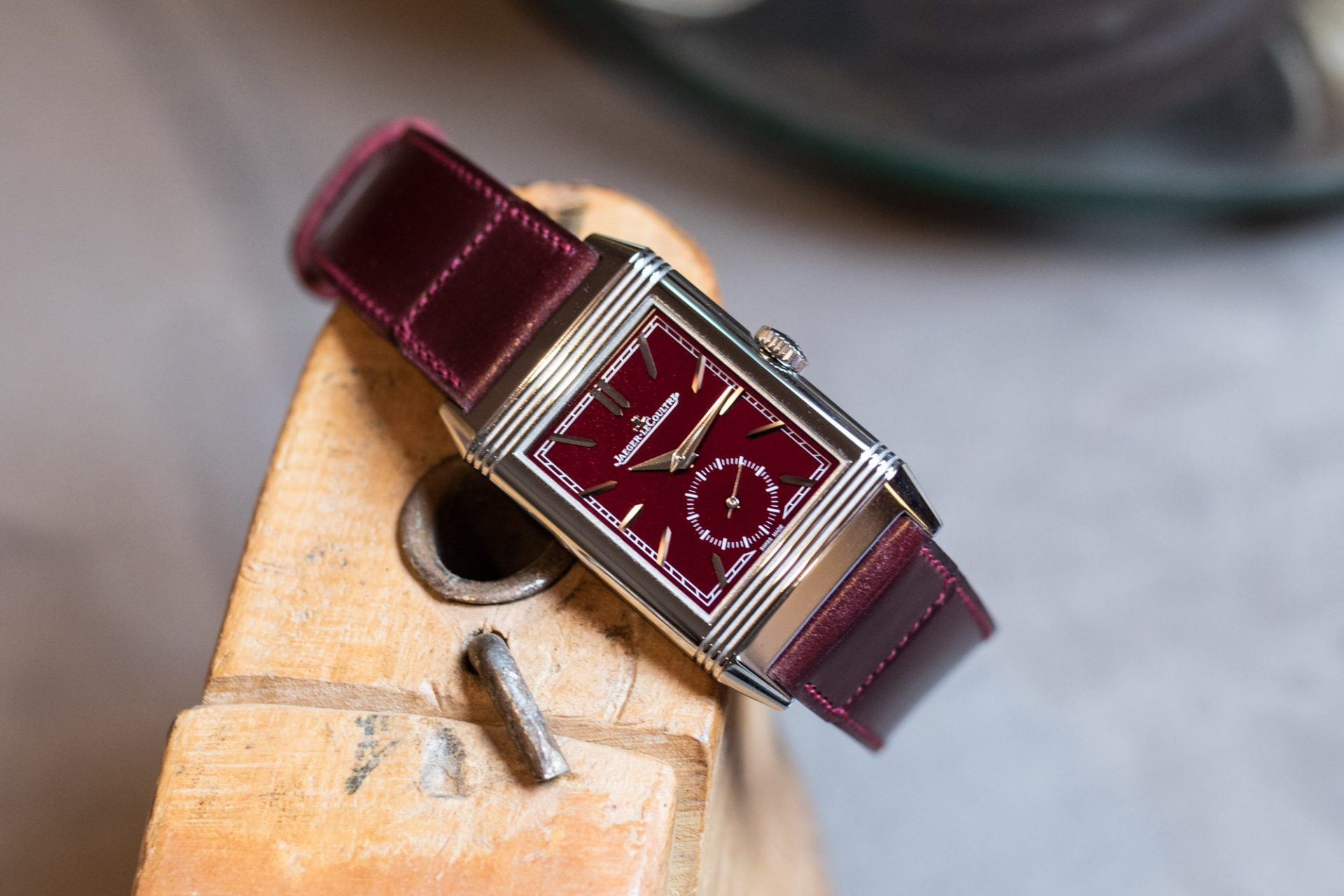 "SIHH 2019 - Jaeger-LeCoultre Reverso Tribute Small Seconds ""Lie de Vin"""