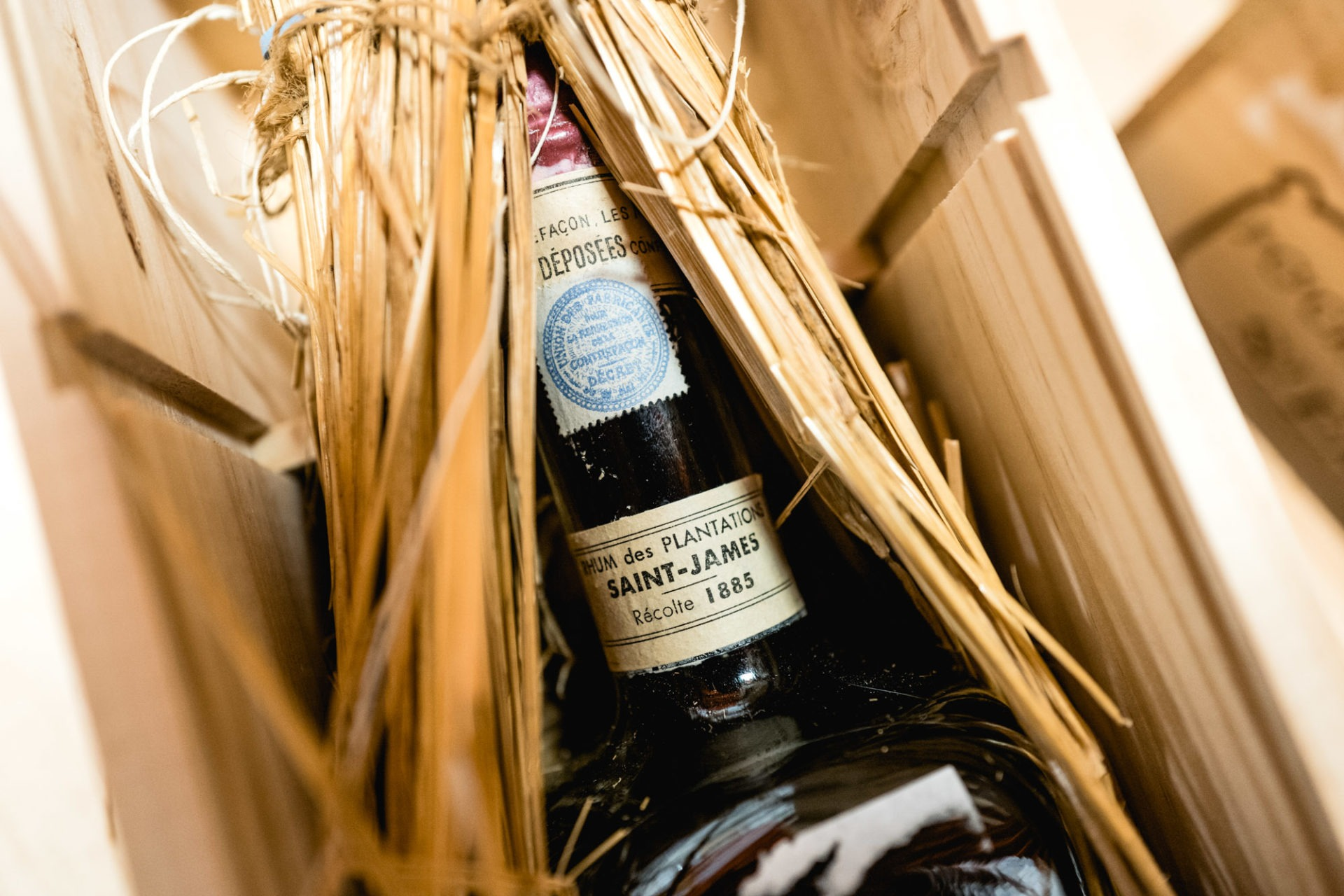 Tajan - Vente de vins et spiritueux du jeudi 25 avril 2019 - Rhum Saint-James 1885