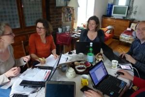 De gauche à droite : Hélène, Claire, Susie, Dimitri, Frédéric (l'homme avec des mains)