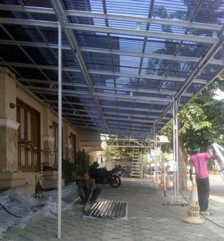 instalasi atap transparan solartuff