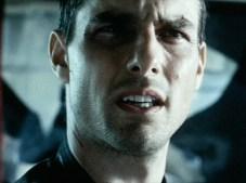 John Anderton (Tom Cruise) molto perplesso