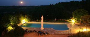 zwembad-bij-nacht