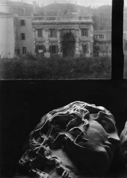 Henriette Grindat, Venezia [Busto davanti a finestra]