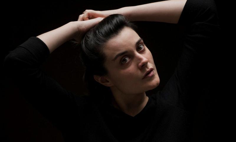 """Giulia Martini, la poesia """"è il miracolo della cronologia che si interrompe"""""""