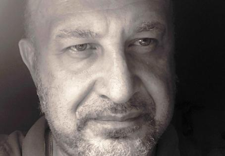 """Con """"– 20 – istanti""""  di Sebastiano Grasso, """"il singolo è una parte di tutto… il tutto è nel singolo""""."""