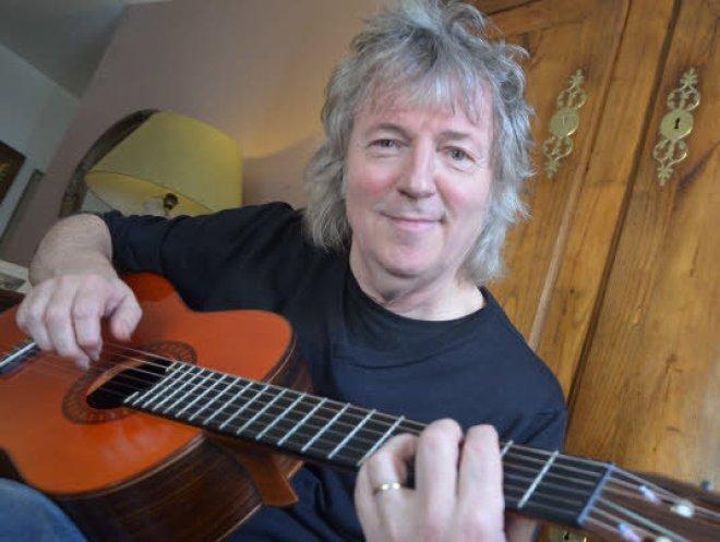 Dinan - Yann Benoist. Le guitariste de Cabrel, Renaud et Bécaud - Le Télégramme