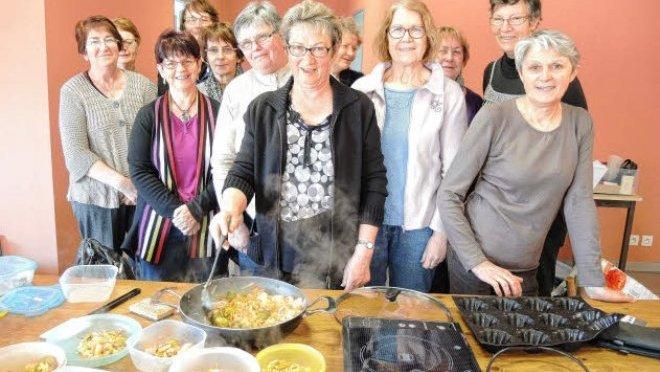 https://i1.wp.com/www.letelegramme.fr/images/2014/03/29/la-joie-de-vivre-les-adherentes-aiment-aussi-cuisiner_1855498_660x372.jpg