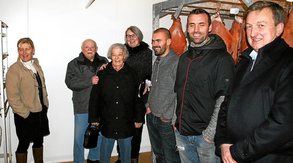 Les visiteurs ont admiré par petits groupes l'un des rares séchoirs à jambon utilisé par un artisan de la région.