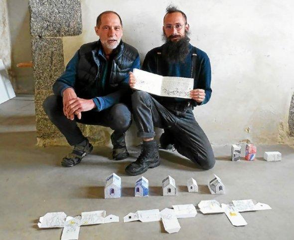 Pour Pierre Coulon, venu de Paris, et son fils Clémens, de Montpellier, c'est aussi une façon de se retrouver sur un projet commun.